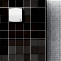 на фоне темной кафельной плитки